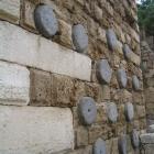 Meules mur byblos castle